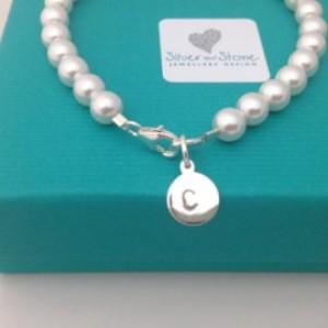 Swarovksi Pearl bracelet with silver intial charm - www.silver-stonejewellery.co.uk