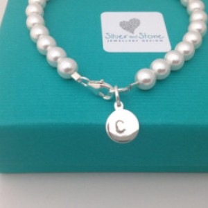 Swarovksi Pearl bracelet with silver intial charm - www.silver-stonejewellery.co.uk